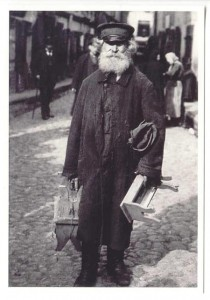 A Jewish peddler selling his wares on the streets as Lewis Freed would have done.